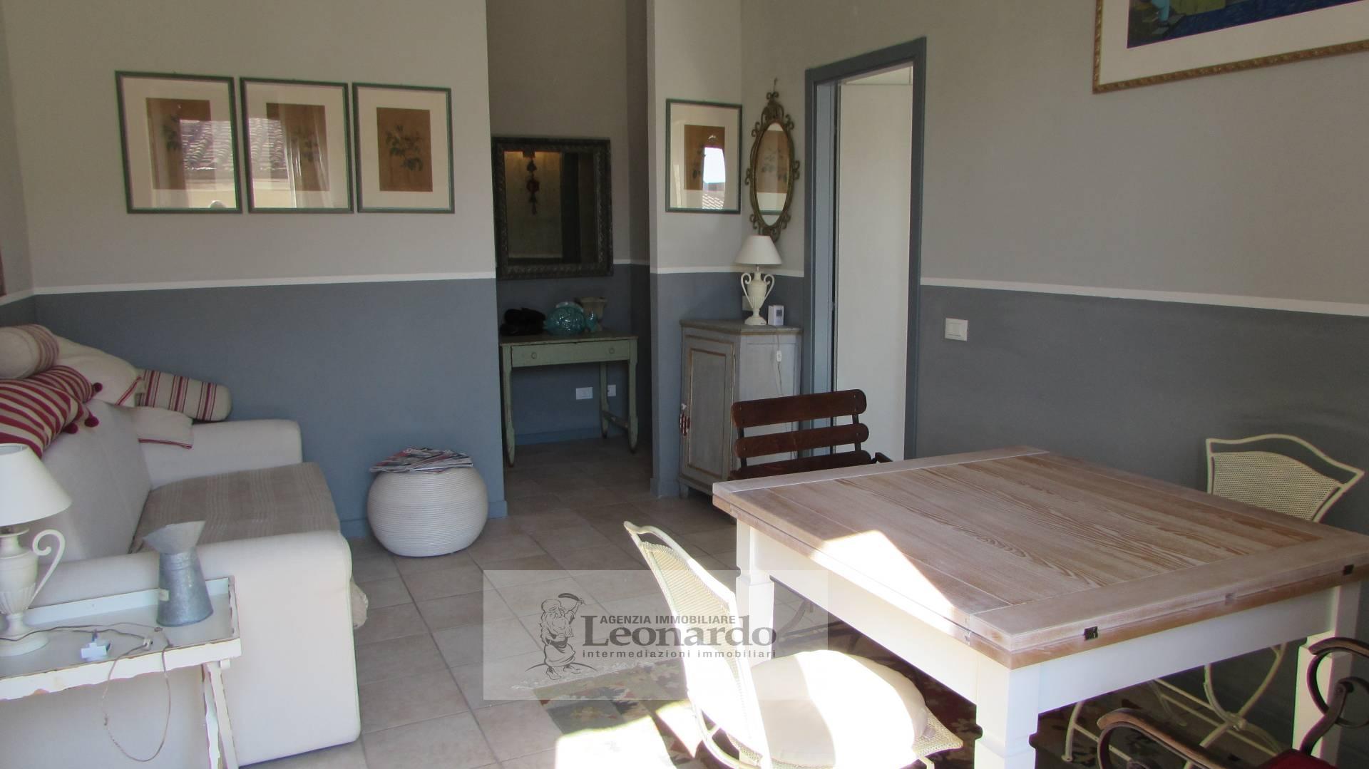 Appartamento in vendita a Camaiore, 3 locali, prezzo € 150.000 | Cambio Casa.it