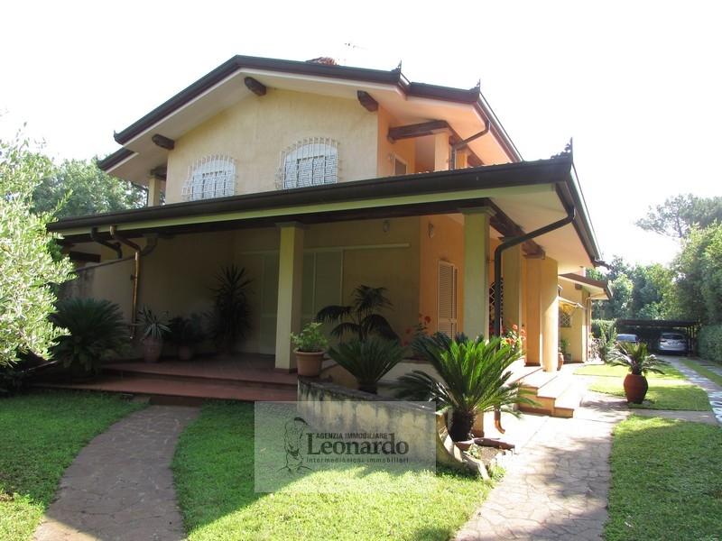 Soluzione Indipendente in vendita a Camaiore, 8 locali, zona Località: LidodiCamaiore, prezzo € 790.000   Cambio Casa.it
