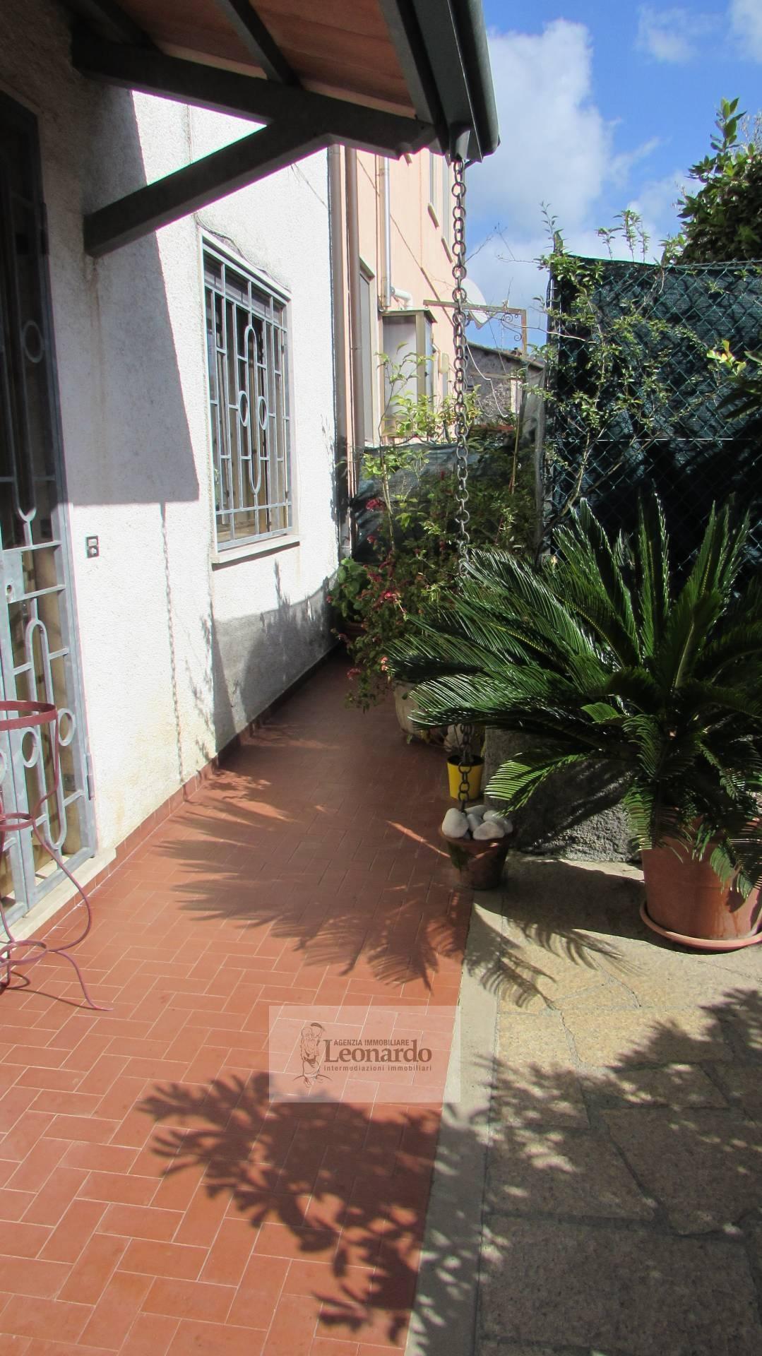 Soluzione Indipendente in vendita a Massarosa, 5 locali, zona Zona: Massarosa, prezzo € 160.000 | Cambio Casa.it