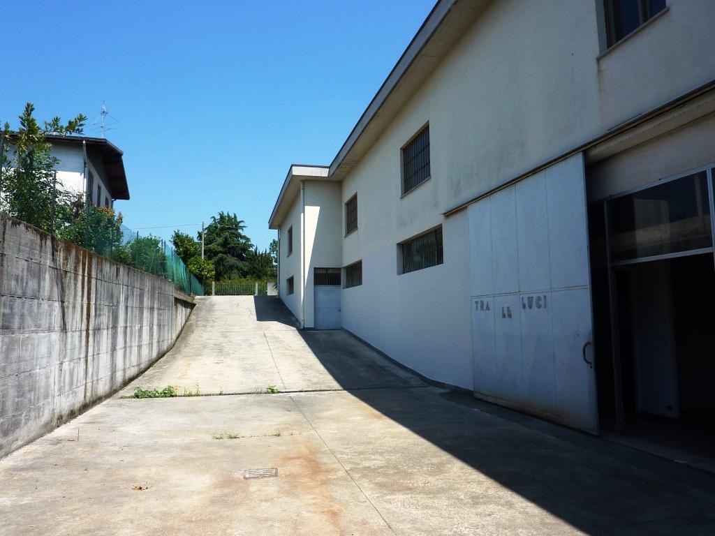Magazzino in vendita a Zanica, 9999 locali, prezzo € 275.000   CambioCasa.it