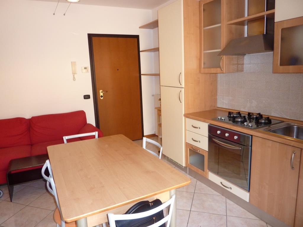Appartamento in affitto a Seriate, 2 locali, prezzo € 500 | CambioCasa.it