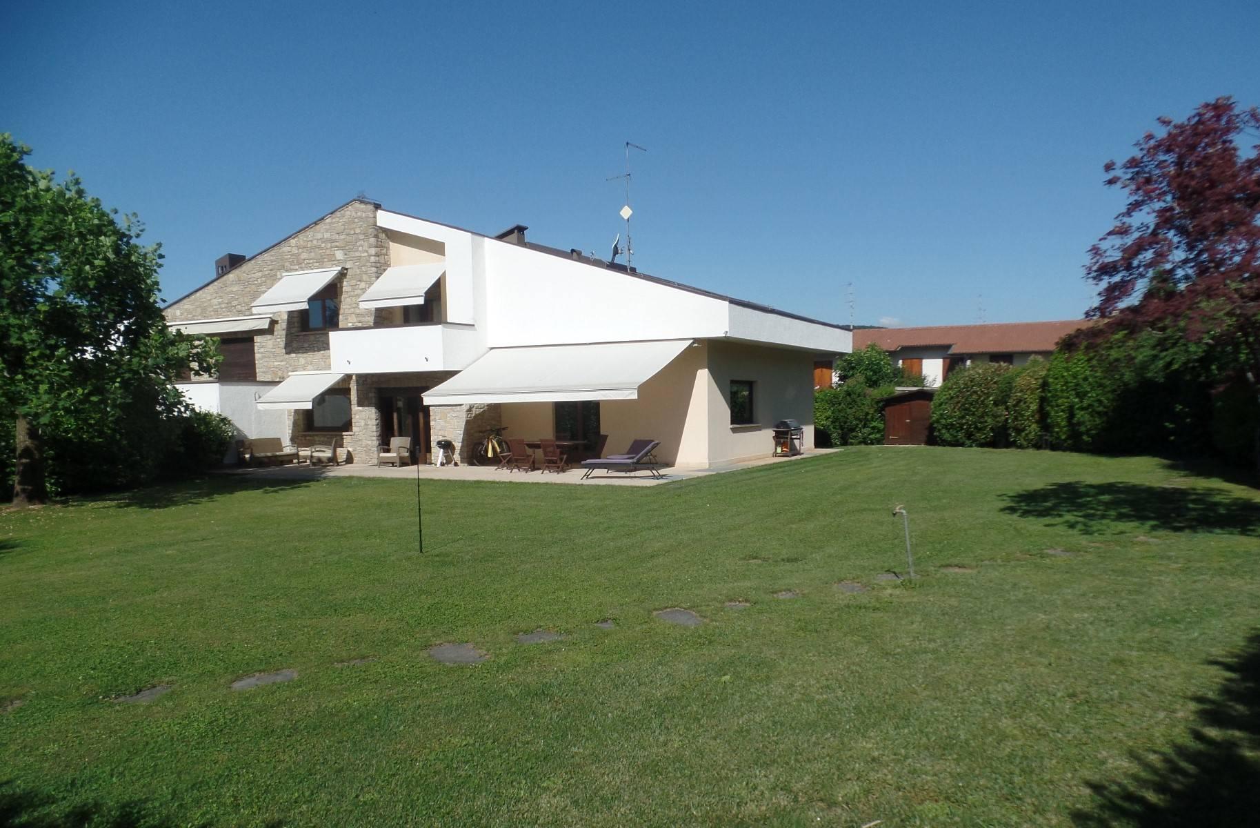 Villa Bifamiliare in vendita a Cenate Sotto, 11 locali, prezzo € 545.000 | CambioCasa.it