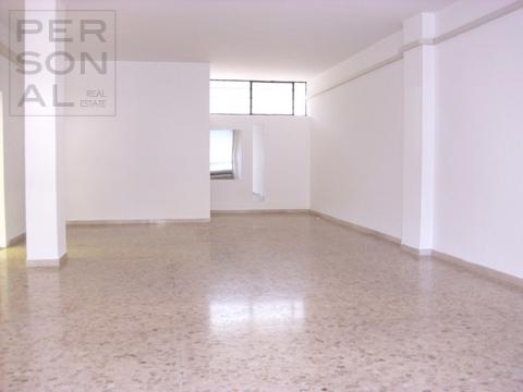 Negozio / Locale in vendita a Trento, 9999 locali, prezzo € 140.000   Cambio Casa.it