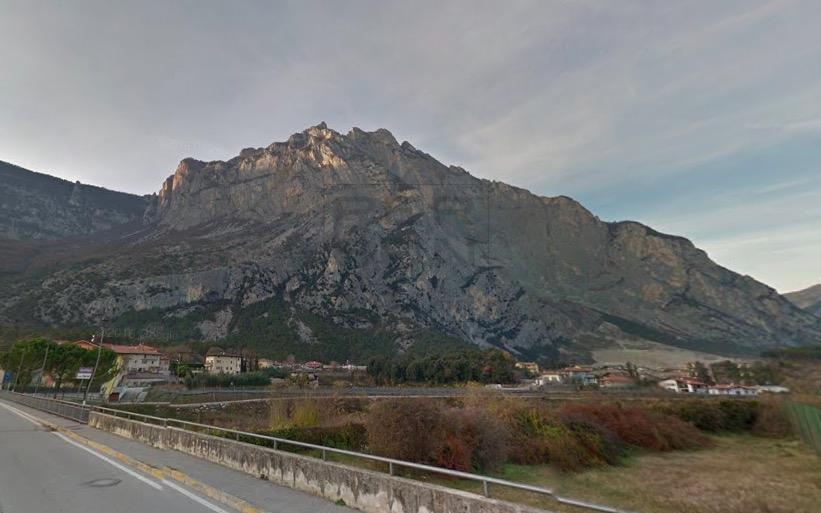 Magazzino in affitto a Dro, 9999 locali, zona Zona: Pietramurata, prezzo € 52.000 | Cambio Casa.it