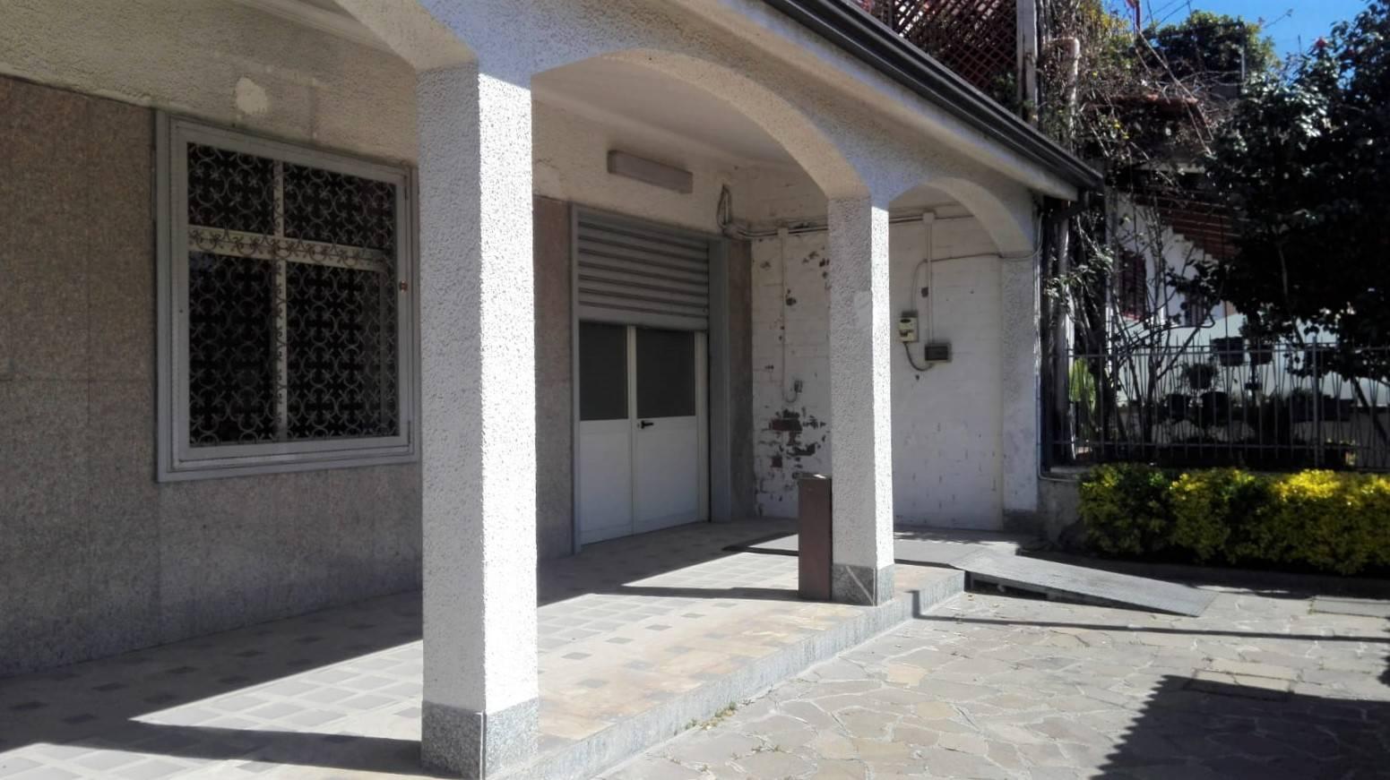 Negozio / Locale in affitto a Comiziano, 9999 locali, prezzo € 2.000   CambioCasa.it