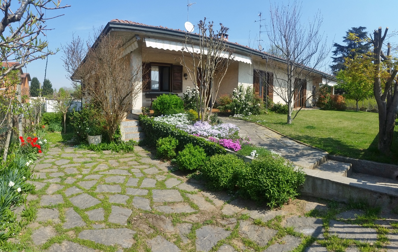 Villa Bifamiliare in vendita a Sommo, 5 locali, prezzo € 240.000 | Cambio Casa.it