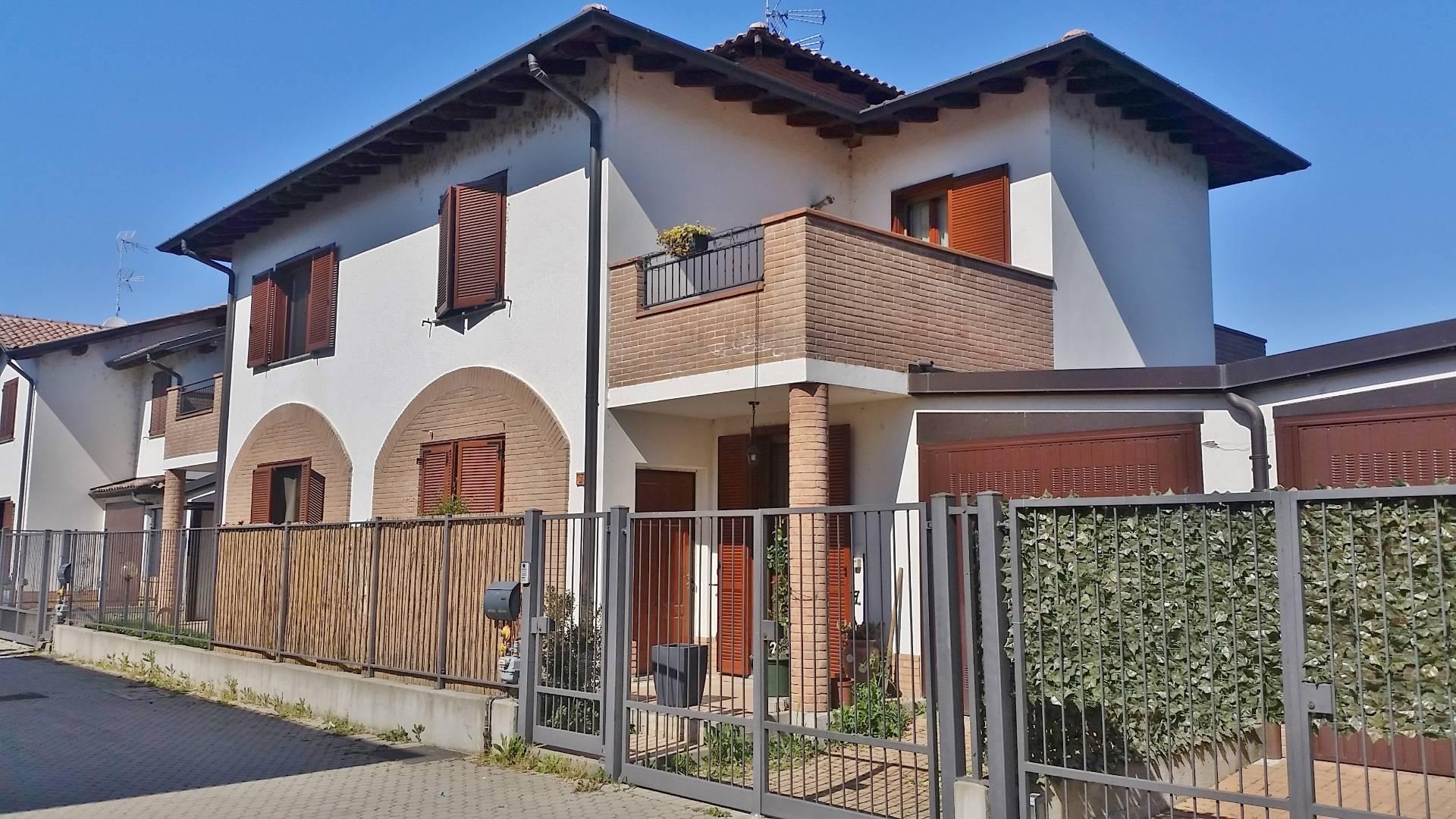 Villa Bifamiliare in vendita a Zinasco, 4 locali, zona Località: ZinascoVecchio, prezzo € 169.000   CambioCasa.it