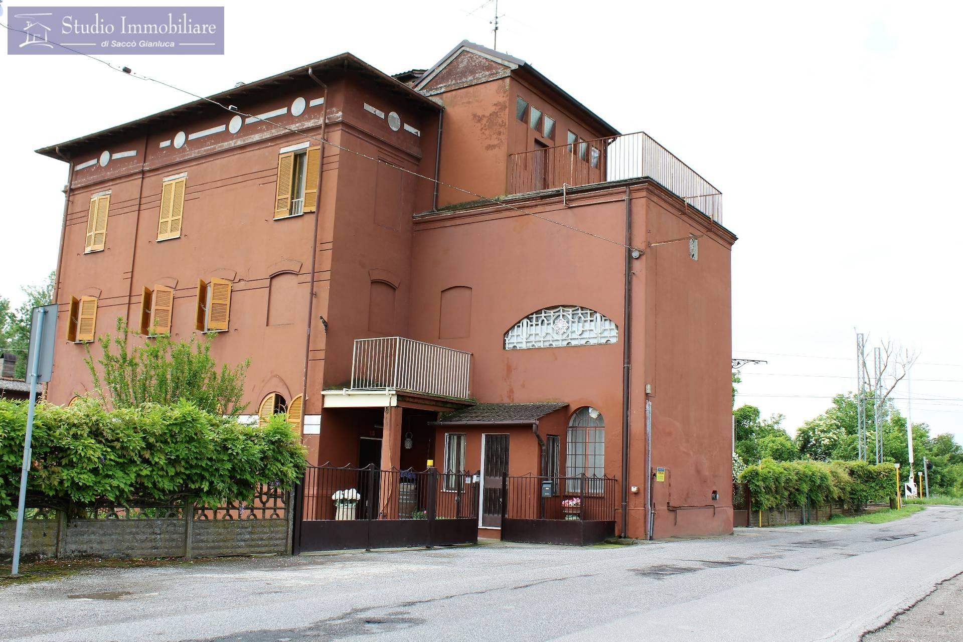 Soluzione Indipendente in vendita a Castelletto di Branduzzo, 12 locali, prezzo € 270.000 | CambioCasa.it