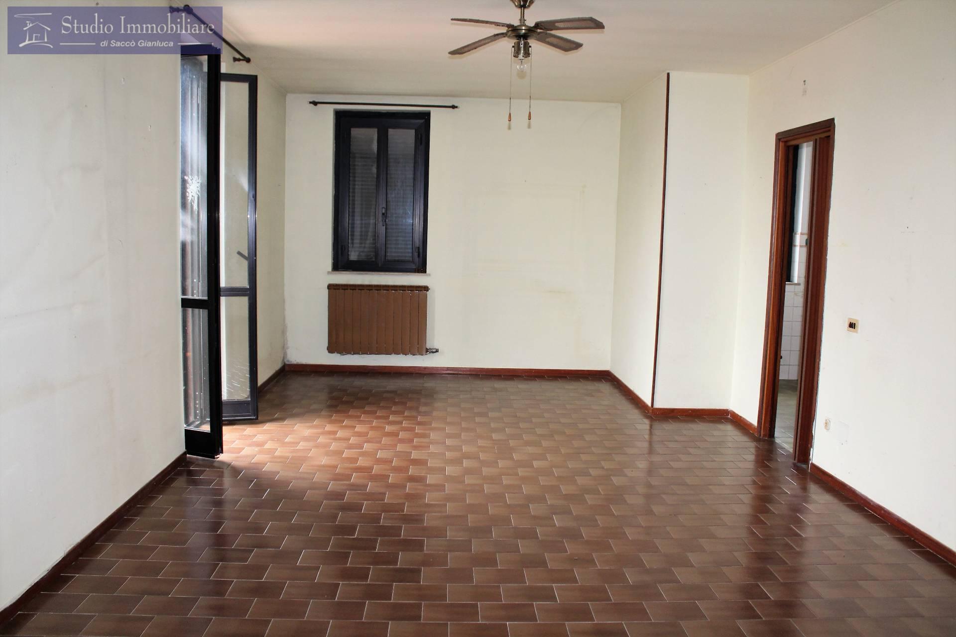 Appartamento in vendita a Bastida Pancarana, 3 locali, prezzo € 32.000   CambioCasa.it