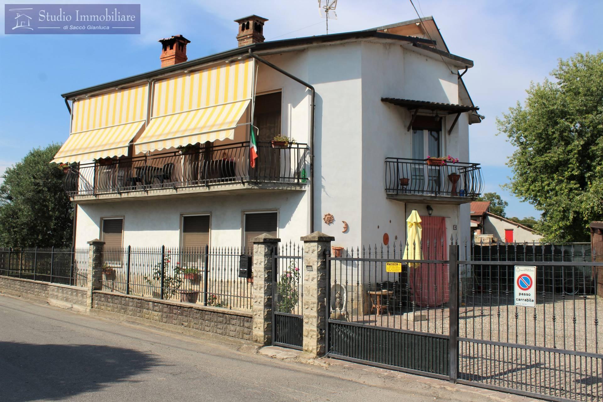 Villa in vendita a Bastida Pancarana, 6 locali, prezzo € 148.000 | CambioCasa.it