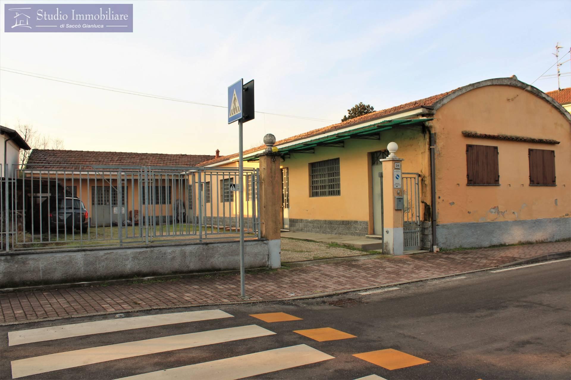 Negozio / Locale in vendita a Bressana Bottarone, 9999 locali, prezzo € 78.000   CambioCasa.it