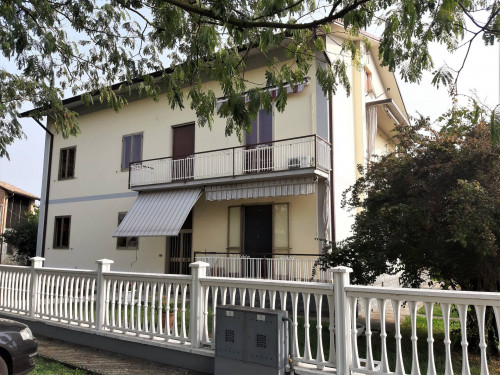 Porzione di villa bifamigliare in Vendita a Rea