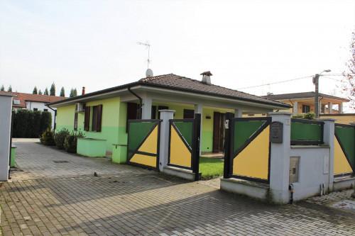 Villa Unifamigliare in Vendita a Castelletto di Branduzzo