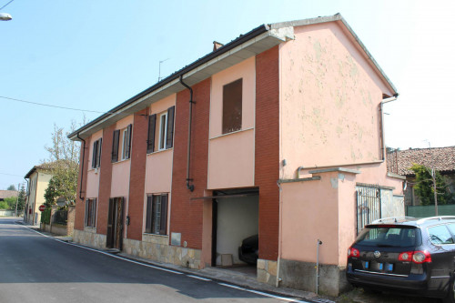 Casa semindipendente in Vendita a Robecco Pavese