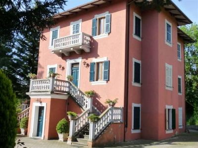 Villa in Vendita a Sarnano