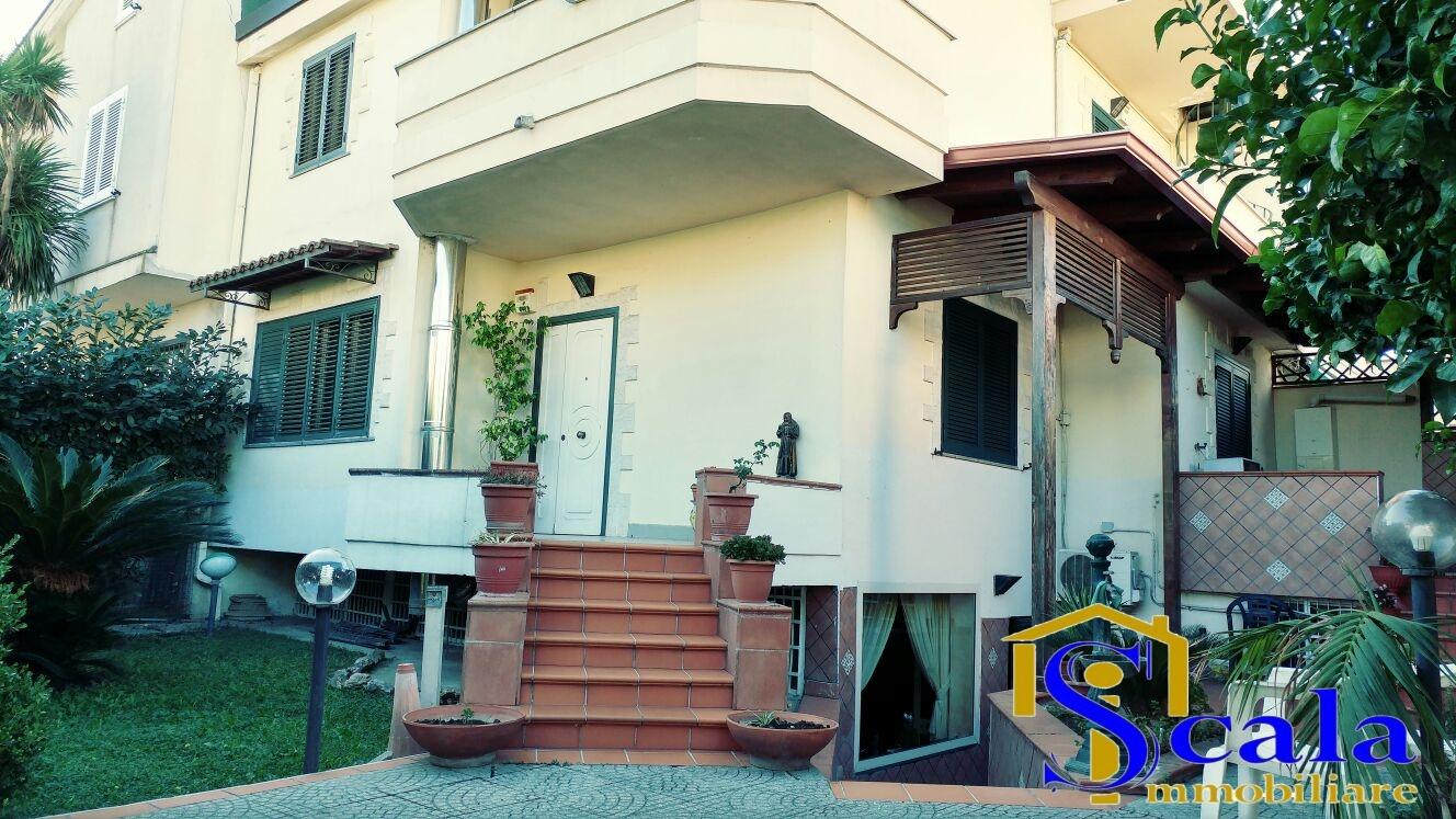 Soluzione Indipendente in vendita a Santa Maria Capua Vetere, 7 locali, prezzo € 350.000 | Cambio Casa.it