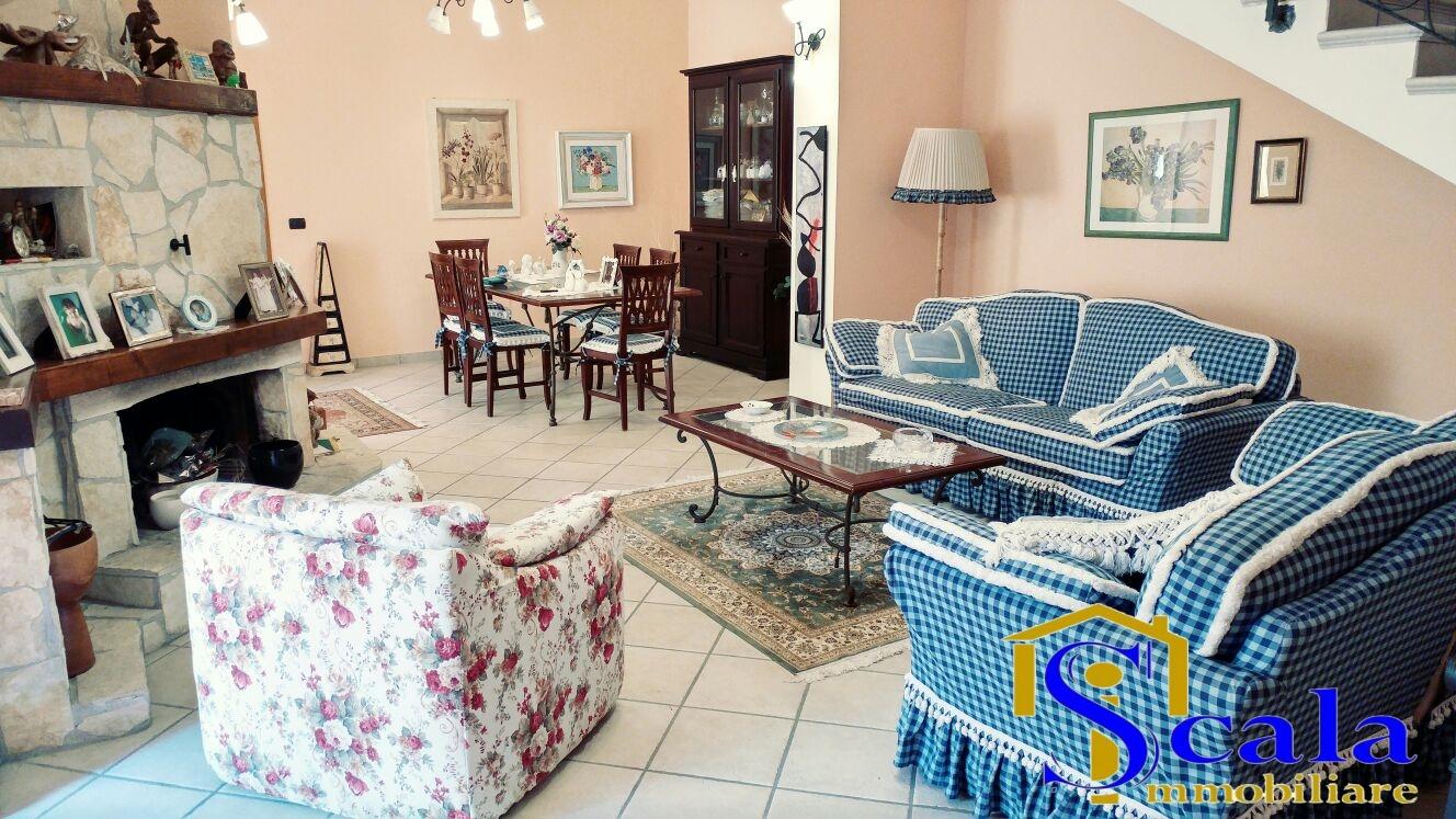 Soluzione Indipendente in vendita a Santa Maria Capua Vetere, 6 locali, prezzo € 380.000 | Cambio Casa.it