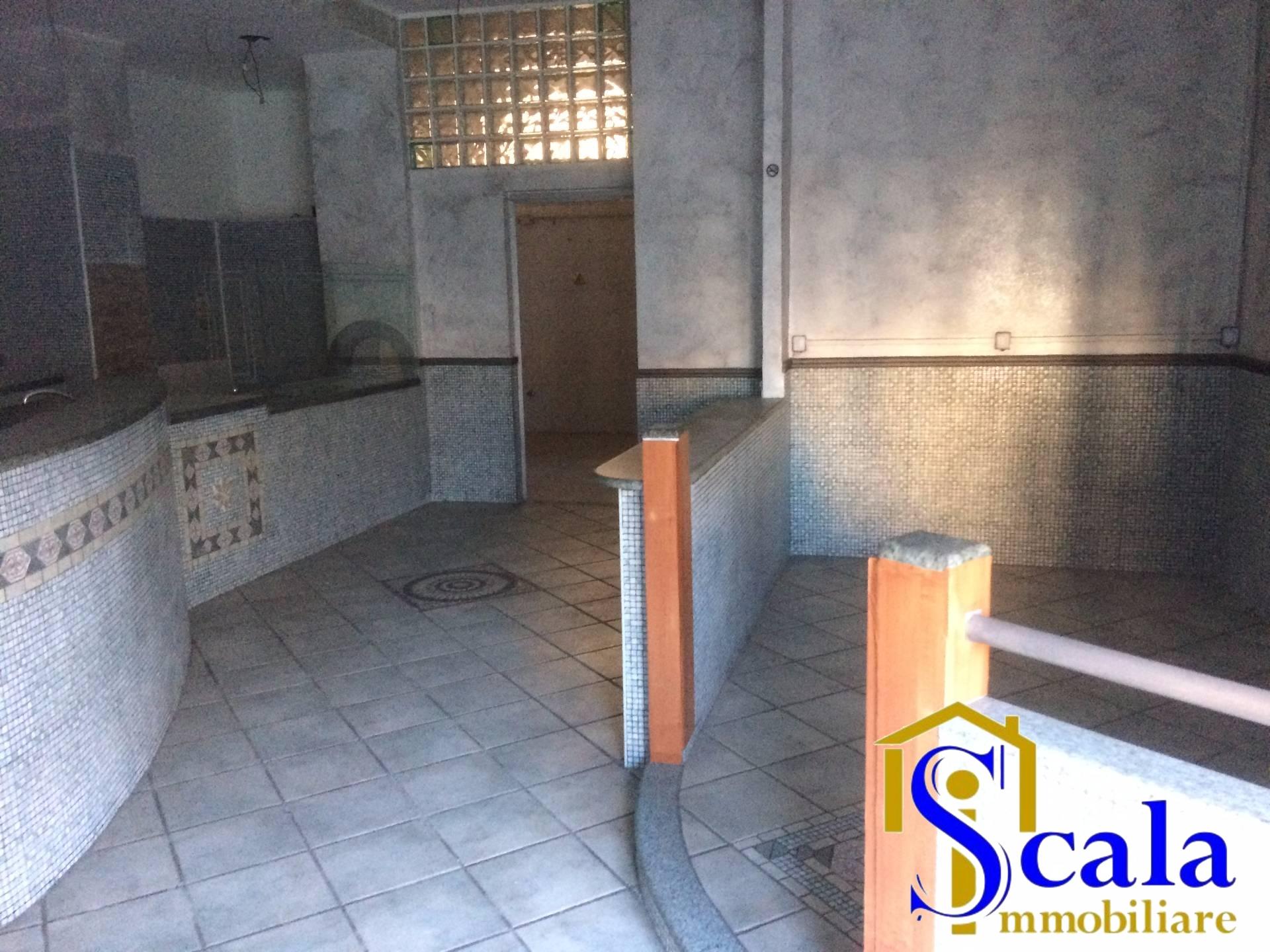 Negozio / Locale in affitto a Santa Maria Capua Vetere, 9999 locali, prezzo € 700   CambioCasa.it