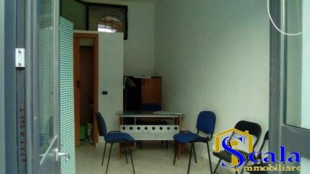 Negozio / Locale in affitto a Santa Maria Capua Vetere, 9999 locali, prezzo € 130 | Cambio Casa.it