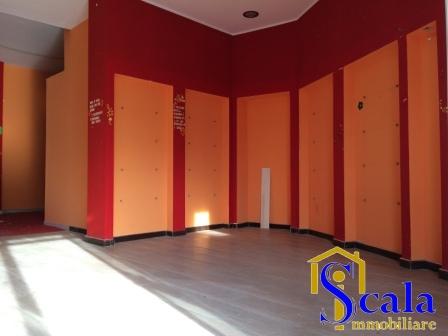 Negozio / Locale in affitto a Santa Maria Capua Vetere, 9999 locali, prezzo € 520   Cambio Casa.it