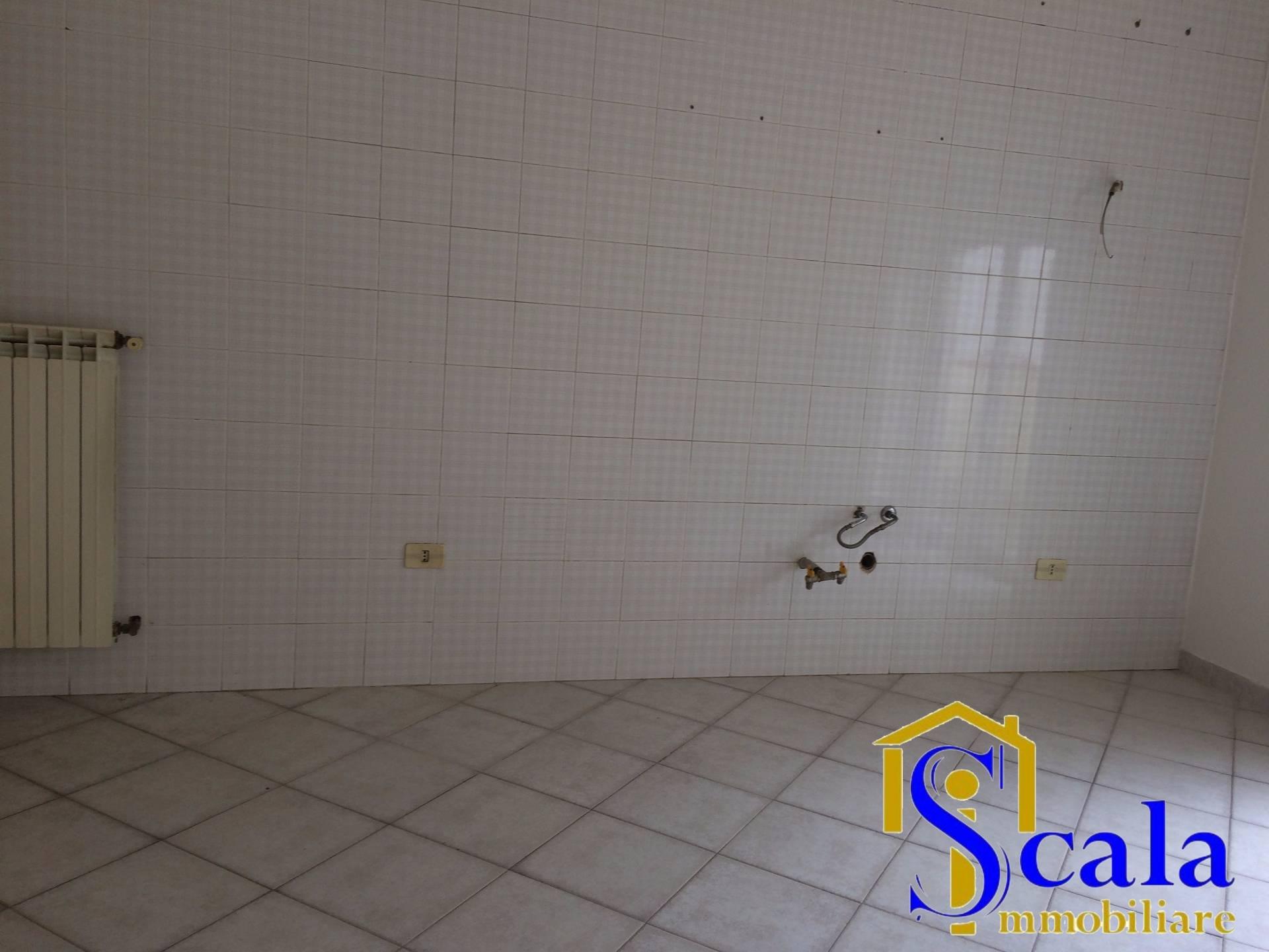 Appartamento in affitto a Santa Maria Capua Vetere, 4 locali, prezzo € 550   Cambio Casa.it