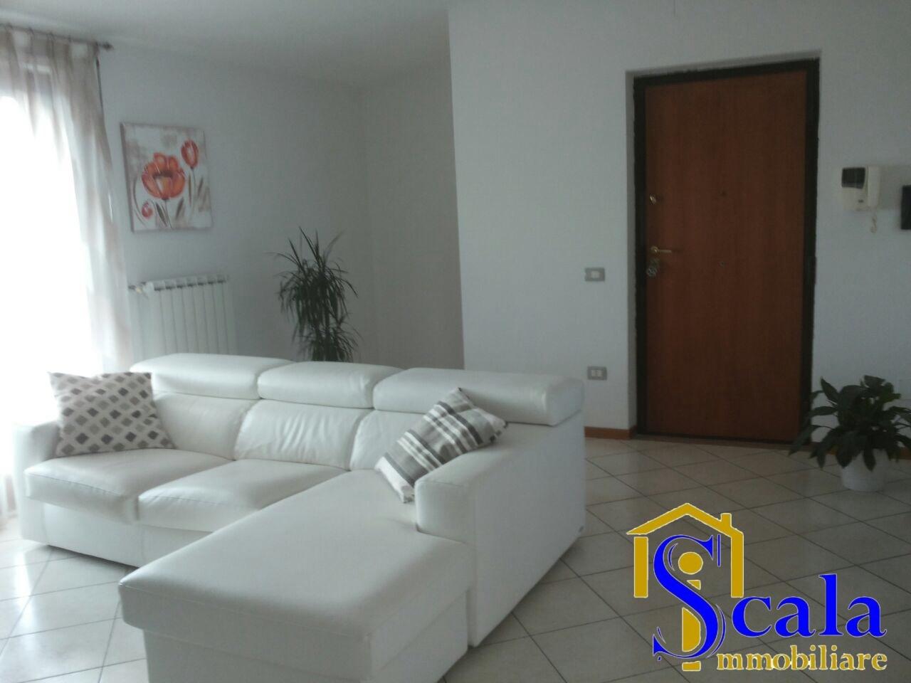 Attico / Mansarda in affitto a Santa Maria Capua Vetere, 3 locali, zona Località: S.Andrea, prezzo € 380 | Cambio Casa.it