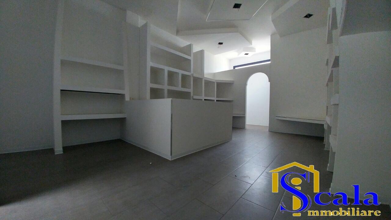 Negozio / Locale in vendita a Santa Maria Capua Vetere, 9999 locali, prezzo € 28.000 | Cambio Casa.it