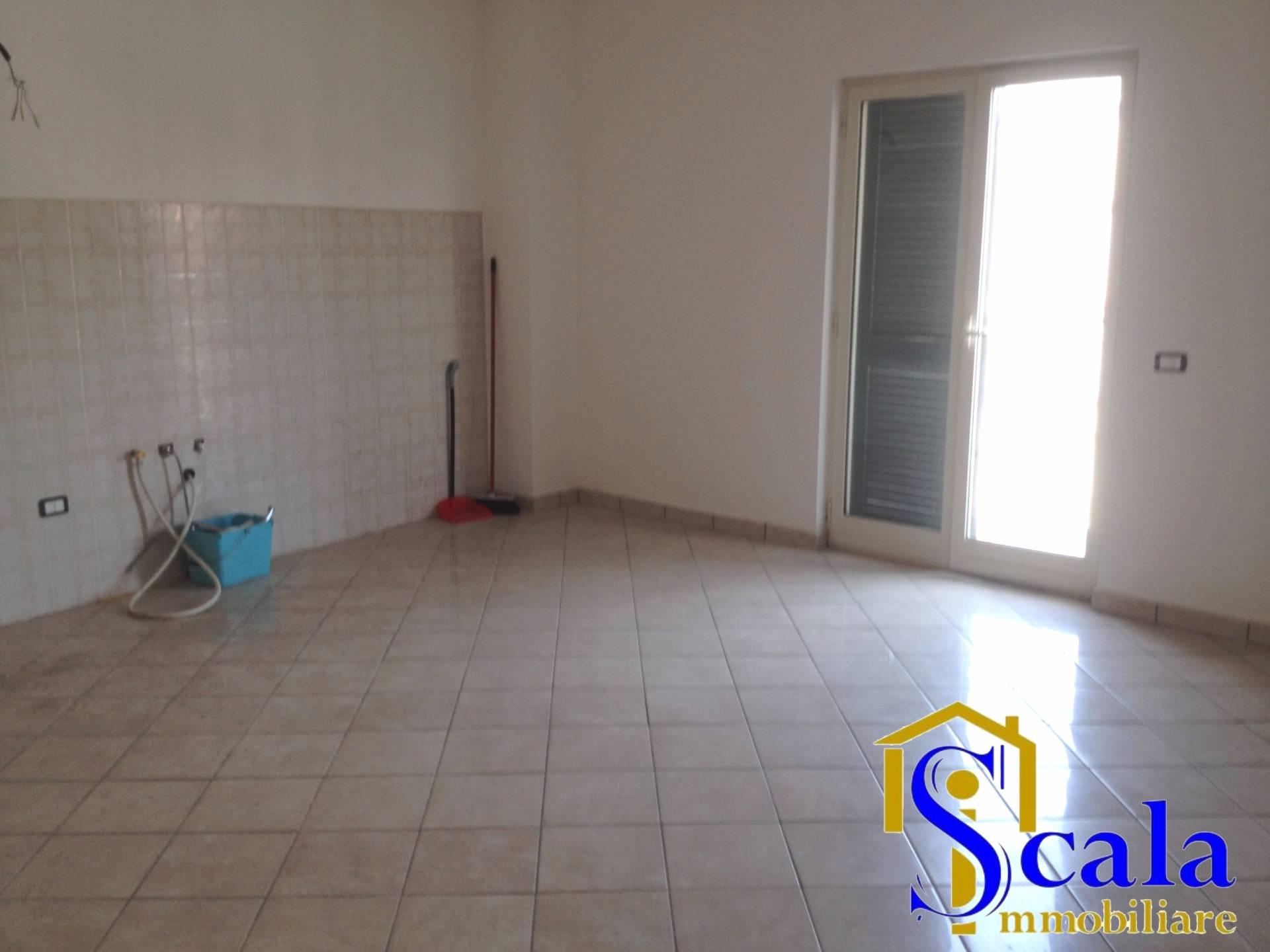 Appartamento in affitto a Casapulla, 4 locali, prezzo € 500   Cambio Casa.it