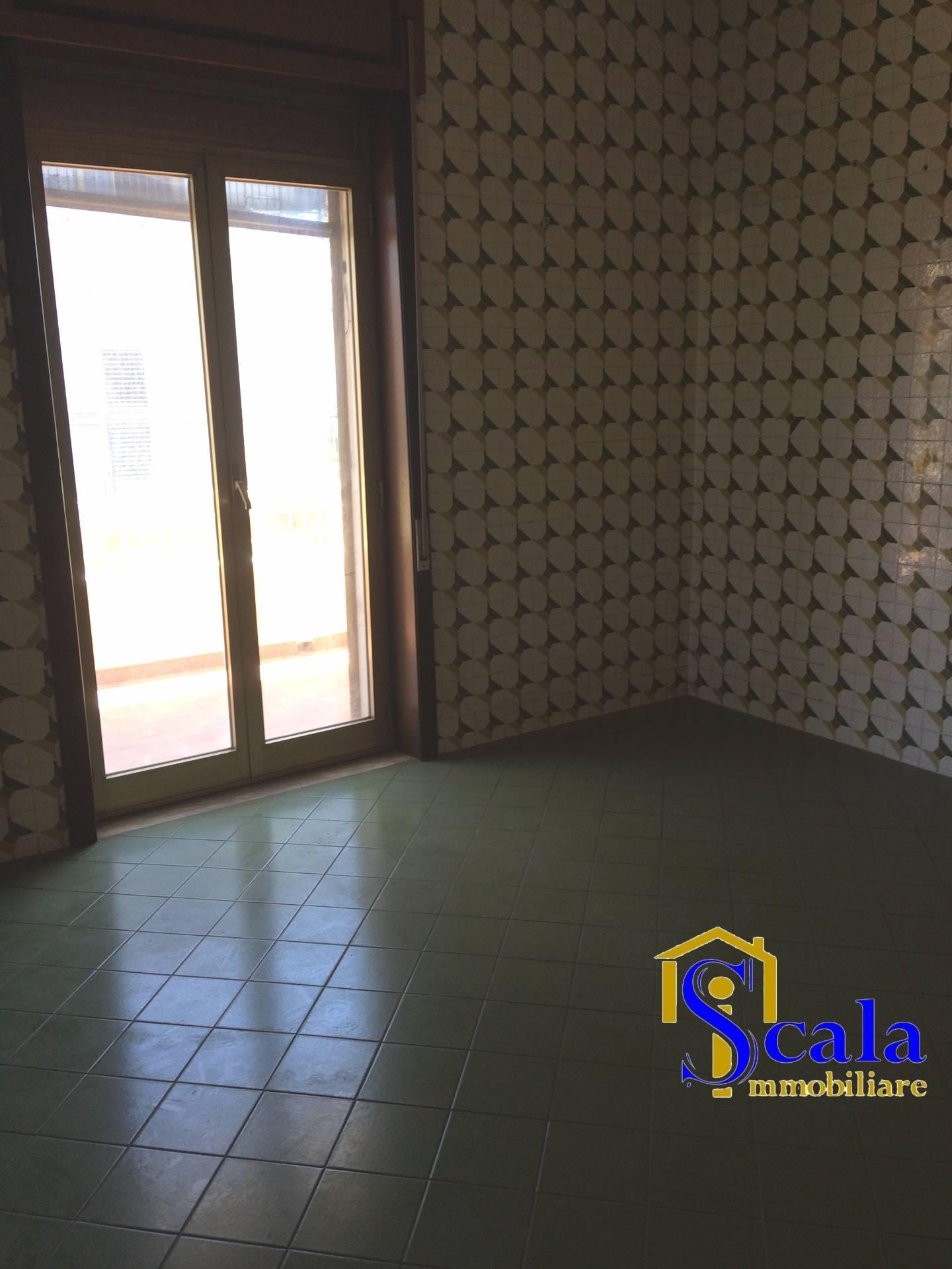 Appartamento in affitto a Portico di Caserta, 3 locali, prezzo € 290   Cambio Casa.it