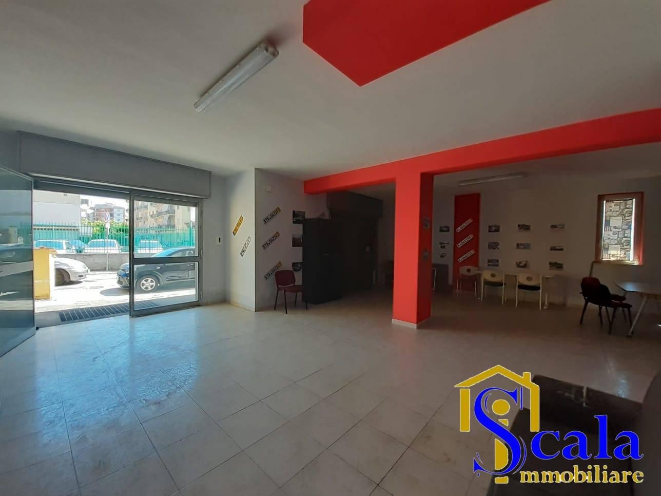 Negozio / Locale in affitto a Santa Maria Capua Vetere, 9999 locali, prezzo € 600   CambioCasa.it