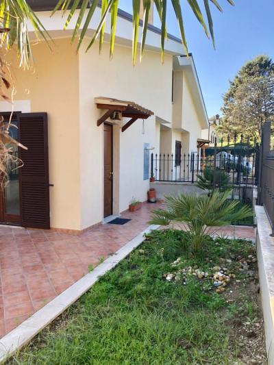 villa quadrifamiliare in Vendita a Fiumicino