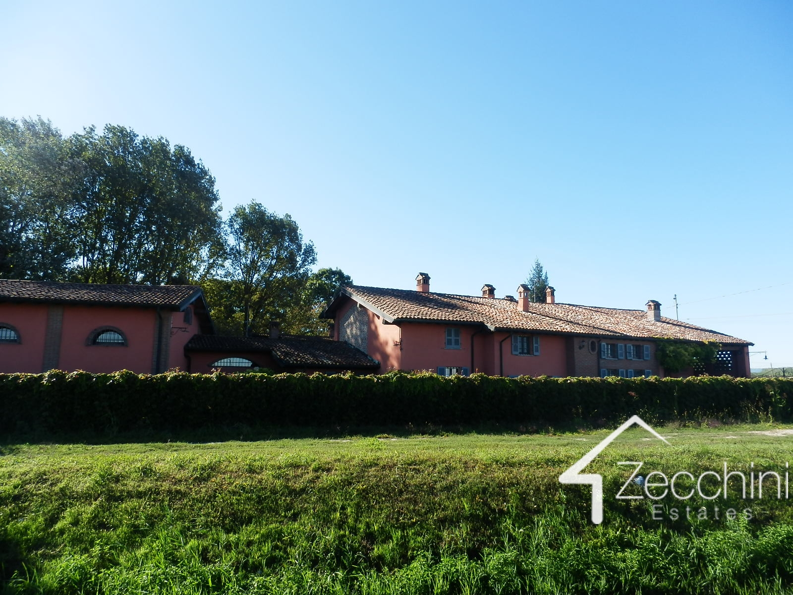 Good Exclusive Property For Sale In Pieve Porto Morone