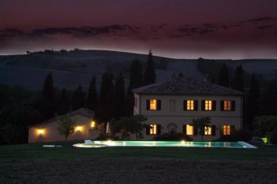 Villa for Sale in Montalcino