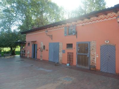Casale/Tenuta in Vendita a Pieve Porto Morone