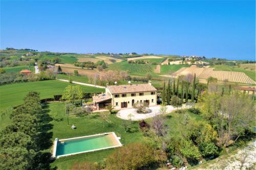 Villa di lusso con piscina in Vendita a San Giovanni in Marignano