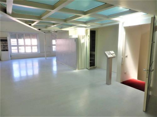 Palazzina terratetto con box e ascensore in Vendita a Milano