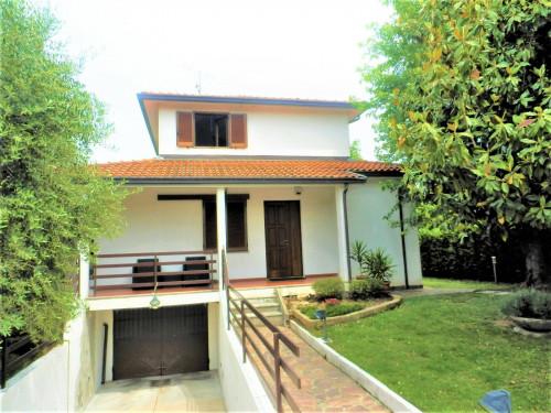 Villa for Sale in Busnago