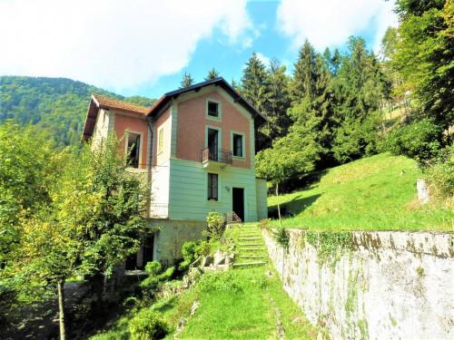 Panoramica Villa Liberty da ristrutturare con giardino e baita in Vendita a Centro Valle Intelvi