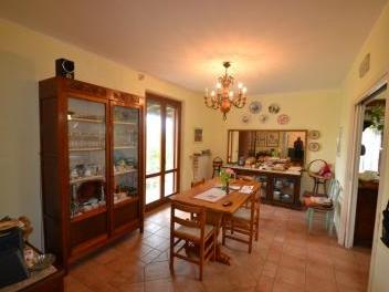 Rustico / Casale in vendita a Controguerra, 6 locali, prezzo € 268.000 | PortaleAgenzieImmobiliari.it