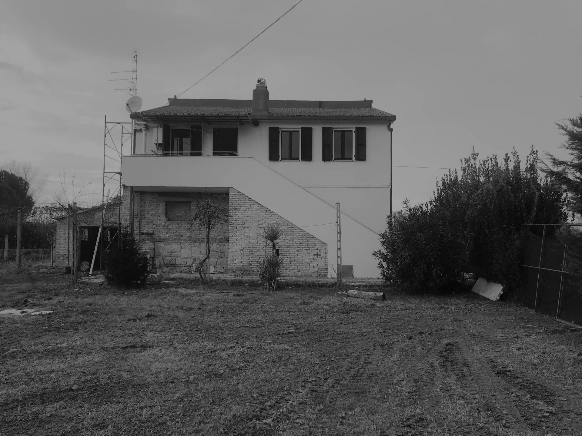 Rustico / Casale in affitto a Colli del Tronto, 10 locali, prezzo € 700 | CambioCasa.it