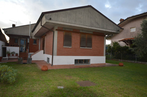 Villa Singola in Vendita a Camaiore