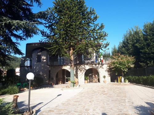 Villa Singola in Vendita a Bagni di Lucca