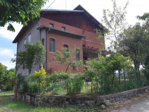 Appartamento con Giardino/Terrazzo in Vendita a Lama Mocogno