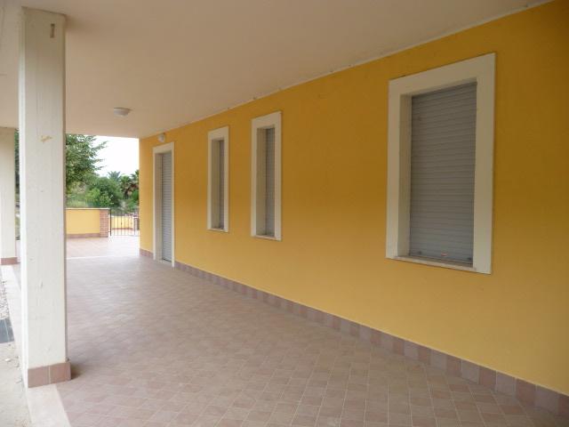Appartamento in vendita a Colonnella, 5 locali, prezzo € 130.000 | Cambio Casa.it