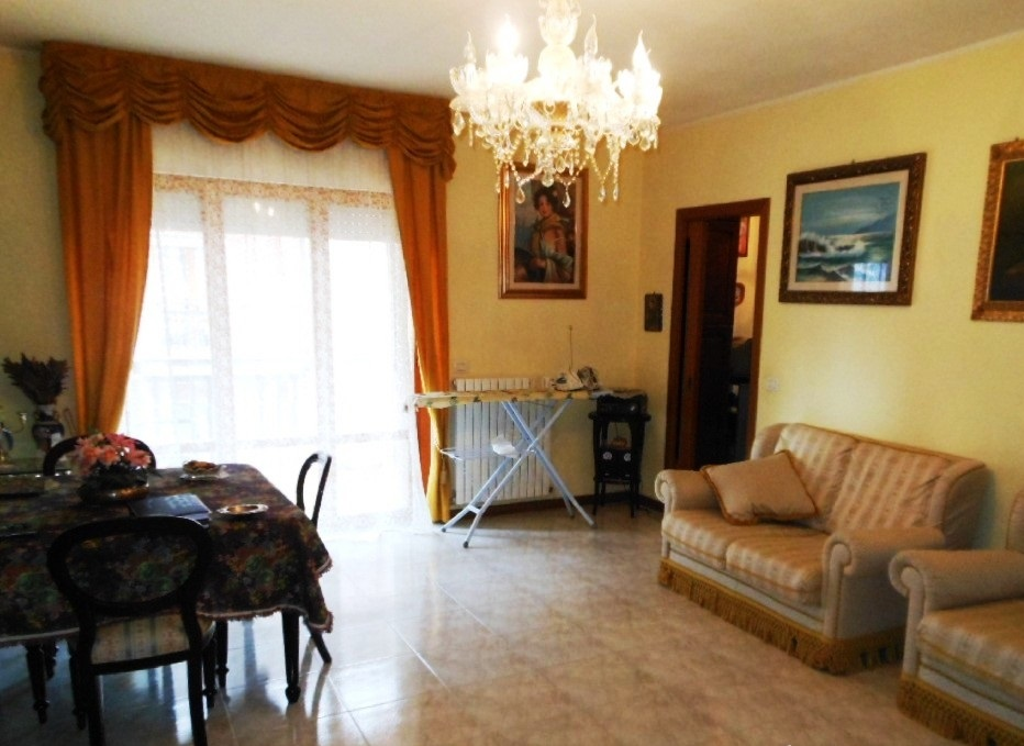 Appartamento in vendita a Folignano, 5 locali, prezzo € 150.000 | Cambio Casa.it