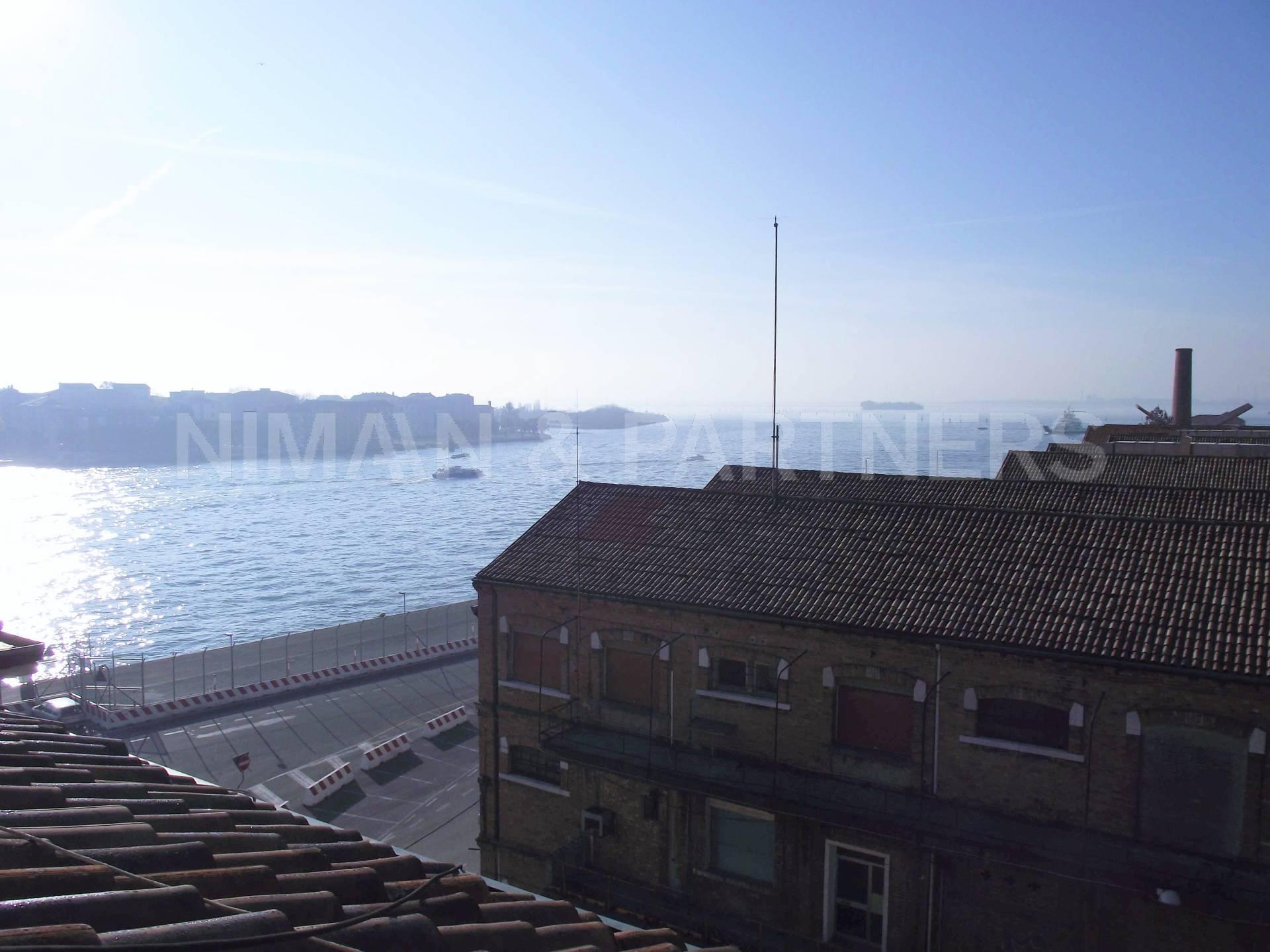 Appartamento in vendita a Venezia, 4 locali, zona Zona: 6 . Dorsoduro, prezzo € 540.000 | Cambio Casa.it