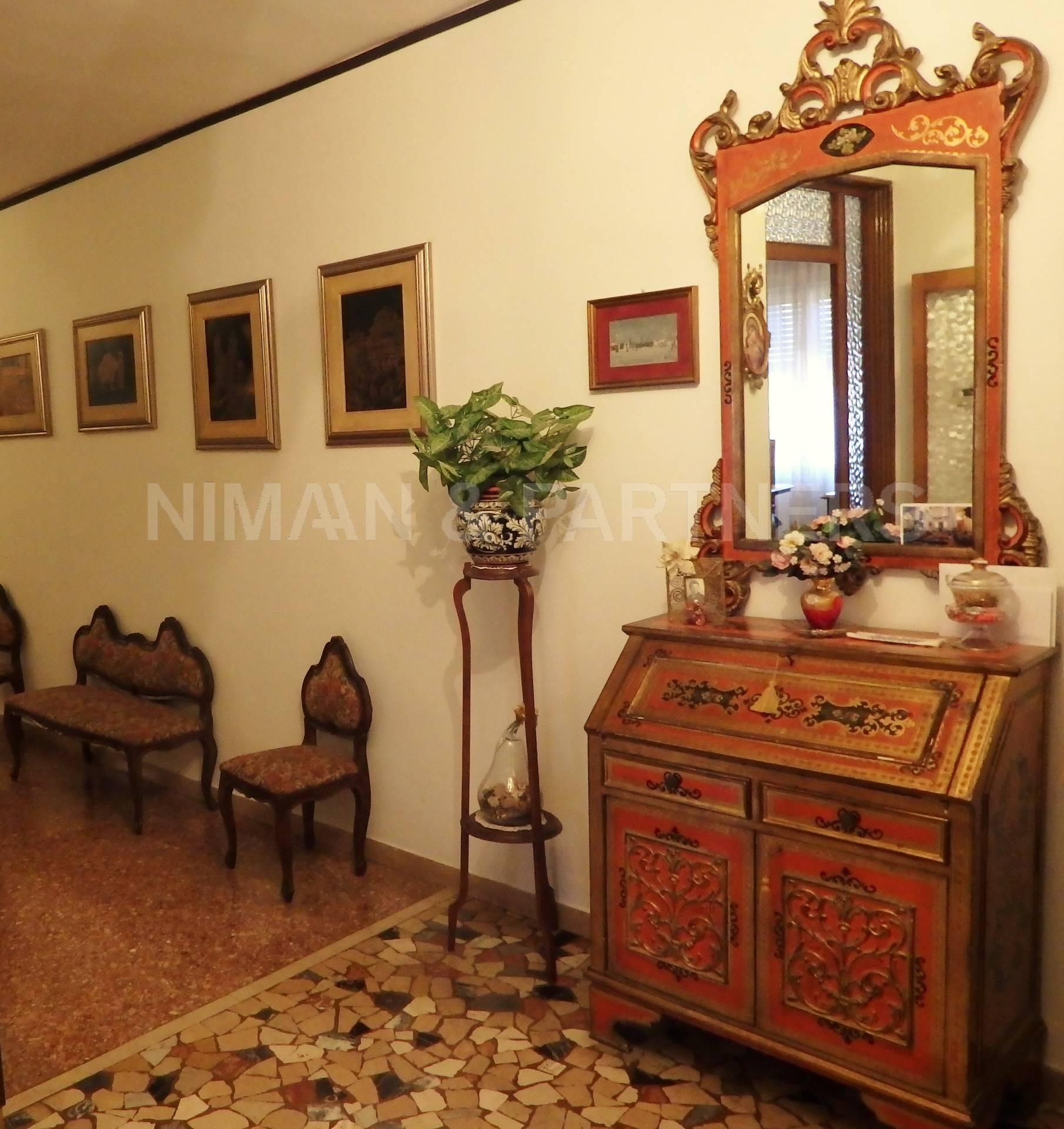 Appartamento in vendita a Venezia, 4 locali, zona Zona: 6 . Dorsoduro, prezzo € 540.000   Cambio Casa.it