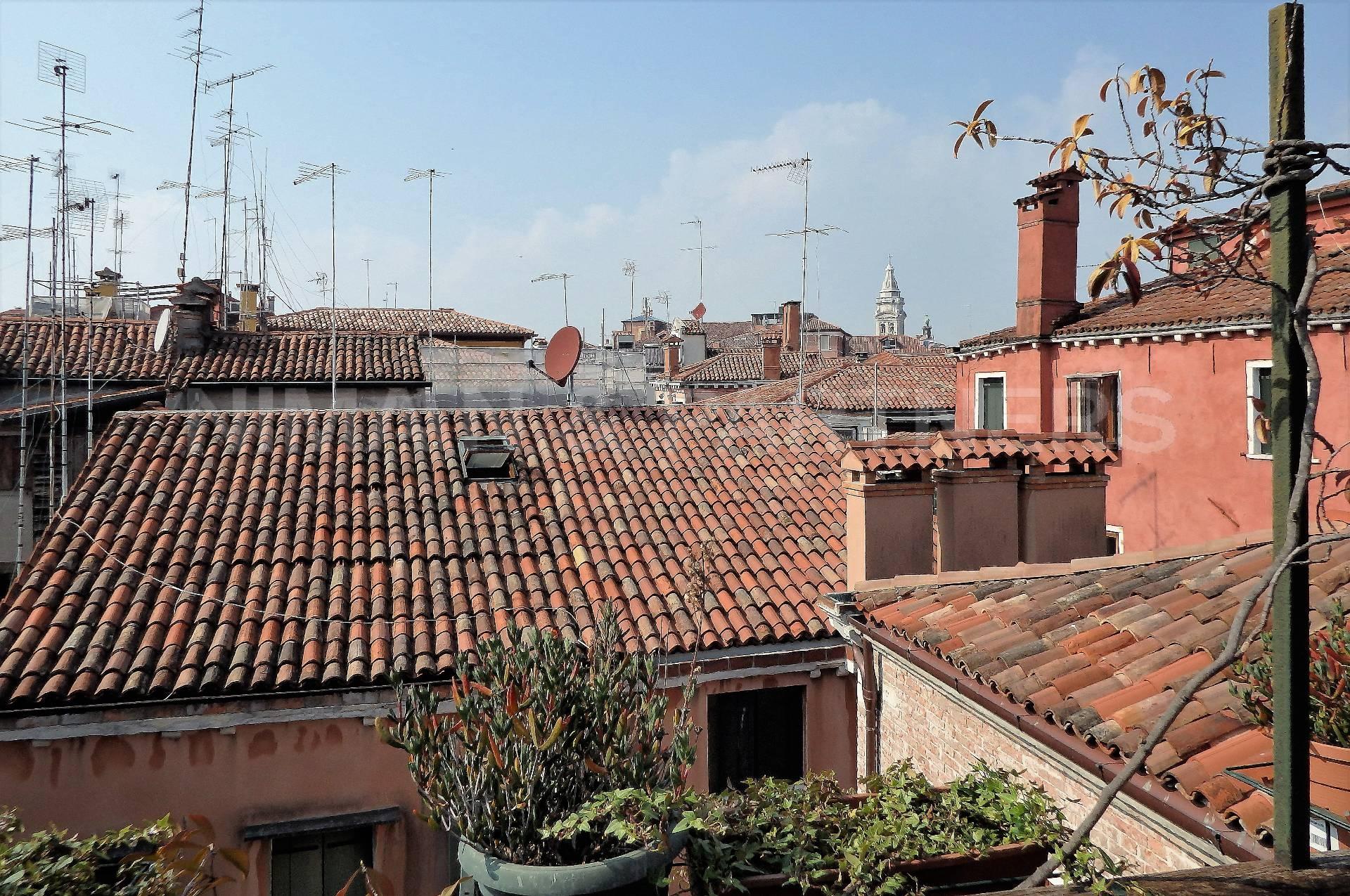 Appartamento in vendita a Venezia, 5 locali, zona Zona: 4 . Castello, prezzo € 1.200.000 | Cambio Casa.it