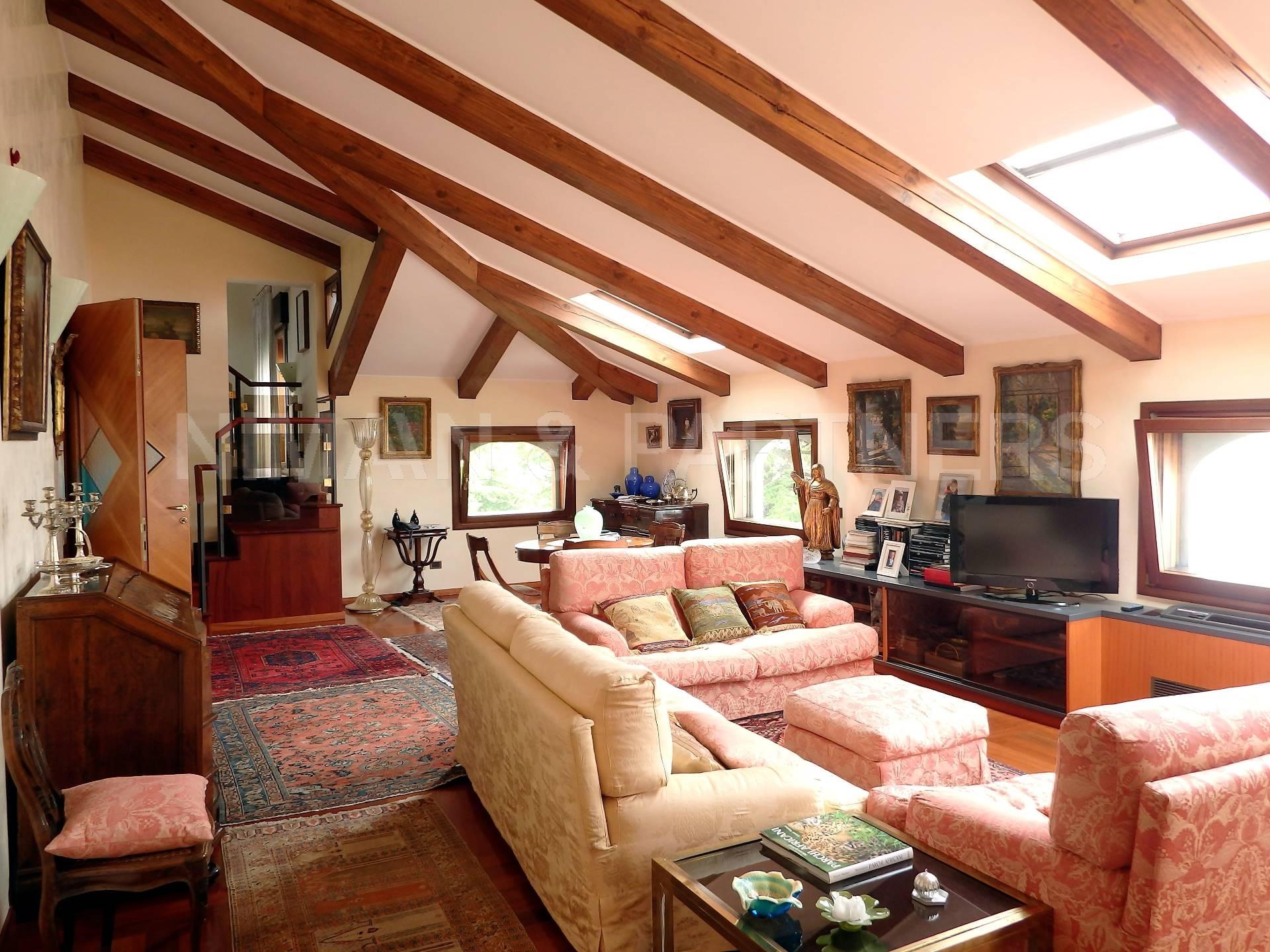 Appartamento in vendita a Venezia, 4 locali, zona Zona: 8 . Lido, prezzo € 800.000 | Cambio Casa.it