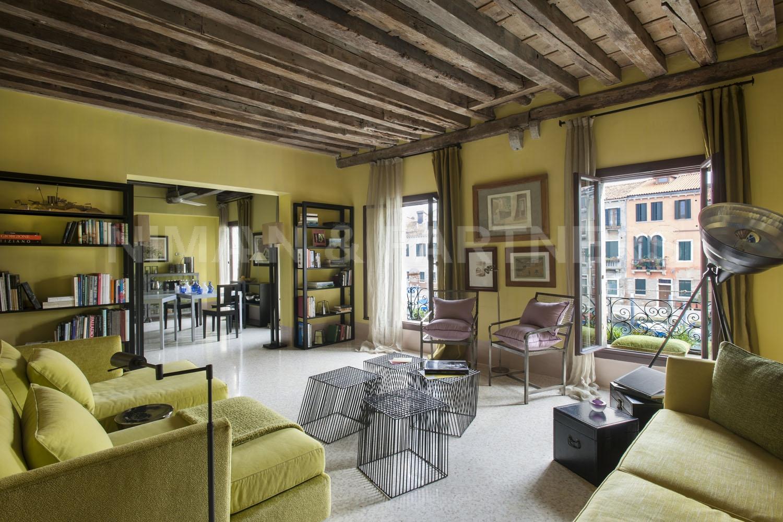 Appartamento in vendita a Venezia, 4 locali, zona Zona: 7 . Giudecca, prezzo € 800.000   Cambio Casa.it